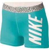 Los pantalones cortos azul