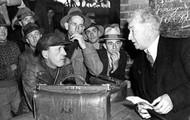 Joseph lyons sitting with citizens
