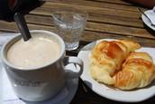 Café con Leche y Medialunas  $100
