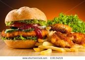 Hamburguesa y papas las fritas - $7.00