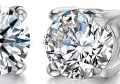 des boucles d'oreillesen diamant et argent