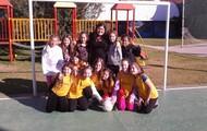 las chicas juegan al football