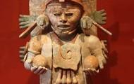 Miniature Statue-- Pequeña Estatua