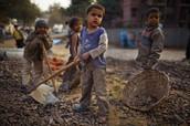 Los niños que están trabajando