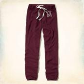 los la marca  Hollister bermellón pantalon de chandal. $20- veinte dólares