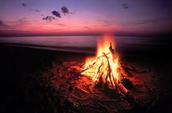 La fogata en la playa
