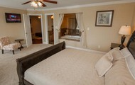 King Master Suite w/ Private Bathroom