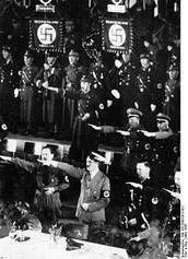 היטלר סוחף אחריו רבים