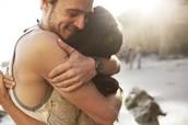 Abrazar(se)- to hug (each other)
