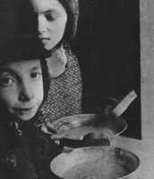 Warsaw Ghetto food line