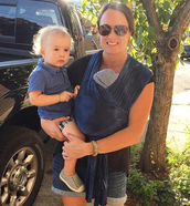 New mama Leslie Brinkley is wearing and sharing it in style