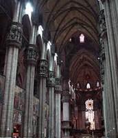 תמונה מפנים הקתדרלה במילאנו