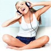A Hannah, Maddie, y me nos gusta escuchar música.