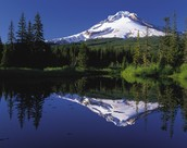 a mountain reflect in the water