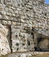 החומה הראשונה