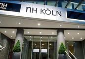 Wir nehmen die Bahn zum Holzmarkt 75 zu Nh Köln hotel gehen
