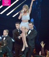 Taylor Swift first starting to perform