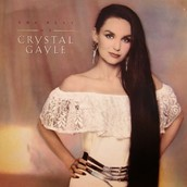 Crystal Gayle modeling for her album