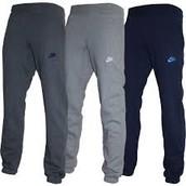Los pantalones negro y gris cuestan $50 dólares.