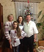 Бабуся Нінуся, дідусь Вітя, мама Ілона і я))