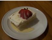Tres leches el pastel: cuatro mil ciento ochenta y tres colónes