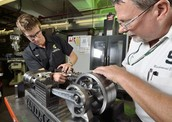 What does a Mechanical Engineering Technician do?