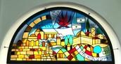 אבני הפסיפס שבתוך בית הכנסת.
