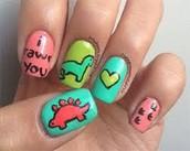 Paint nails w/ desing