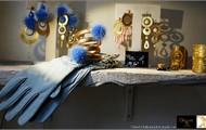 Glove by Daniela Forino
