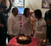 सचिन ने केक काटकर मनाया आखिरी टेस्ट का जश्न, देखें तस्वीरें