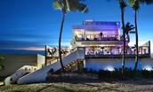 Nuestro Hotel tambien mas de quince discotecas