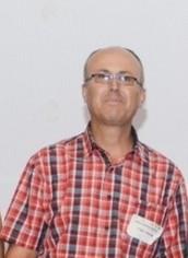 מאג'ד יאסין מורה , רכז מקצוע ומנחה מחוזי, מלמד בבית ספר אלכואריזמי טמרה.