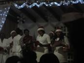 """Le groupe des dames chante """"Vive Noël"""" sur la direction de leur présidente, Soeur Hugette Désir"""