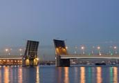Разводной мост Александра Невского в Санкт-Петербурге