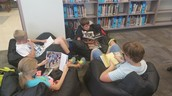 Austin Students Focus in the Library