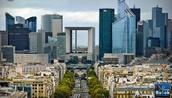 La vie urbaine autour de La Défense
