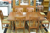 Dining Room Table w/ 2 leafs and 10 chairs
