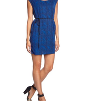 Me gustaría un vestido Blend - Vestido trapecio de sin mangas para mujer. Es azul y cuesta veintiocho euros.