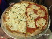 ORIGINAL MARGHERITA PIZZA AND WHITE PIZZA