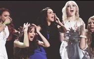 Little Mix e Tulisa (mentora delas, no meio)