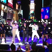 TIMES SQUARE  PERFORMANCE.