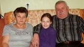 Бабуся та дідусь (мамині батьки)