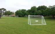 Juega fútbol en nuestra enorme campo