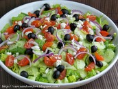 Greek Ensalada (mil veinticinco pesos 1.025)