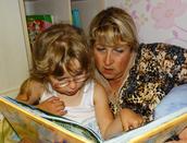 Тётя читает перед сном