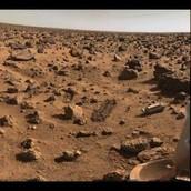 פני השטח הסלעיים של מאדים.