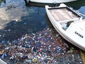 זיהום מקורות מים על ידי האדם - השלכת פסולת