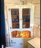 $425 - Vintage Corner China Hutch