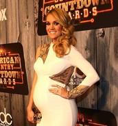 Carrie Underwood pregnat