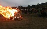 Students Enjoy the Homecoming Fire!